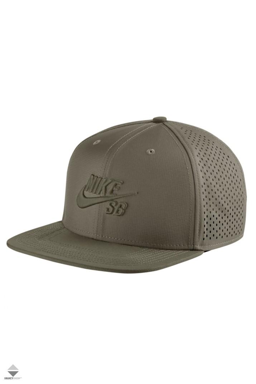 timeless design d877d 51e6b Nike SB Performance Trucker Hat 629243-222 Green